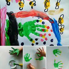Handabdruck-Bilder mit Fingerfarbe 😍 Danke für die schönen Impressionen, liebe Mona ❤️ #bleibcreativer #fingerfarbe #malenmitkindern #kleinkindermalen Finger, Mona, Outdoor Decor, Instagram, Home Decor, Art For Kids, Thanks, Love, Colors