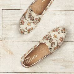 Patterned like your favorite moments in the garden, these Vintage Paisley Classics are a great reminder that you're never too mature to be a flower girl.