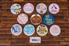 Chapas para bodas con frases divertidas y originales. 100% personalizadas. www.bodafan.com