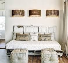 daybed headboard only.daybed from twin headboards.daybed with bookcase headboard. Pallet Daybed, Diy Daybed, Pallet Furniture, Bed Pallets, Euro Pallets, Bed Furniture, Small Rooms, Small Spaces, Queen Daybed