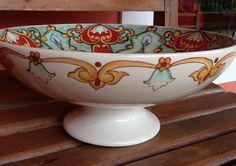 Centro de mesa em cerâmica estilo italiano, pintado por Karin Rauffus do Atelier Andrea Consentino.