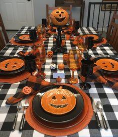 Diy Halloween House Decorations, Living Room Halloween Decor, Halloween Table, Halloween Signs, Halloween Party Decor, Halloween 2020, Fall Halloween, Happy Halloween, Halloween Makeup