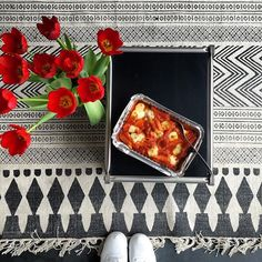 Mittagspause  auf dem schönen #Block Teppich von #HouseDoctor bei uns im Shop erhältlich design-deli.com