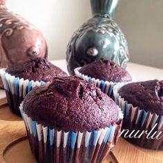 Bugün sizlere mis kokulu,bol kakaolu lezzetli mi lezzetli bir muffin tarifimiz var..   Bu muffinlar çayınızın yanına çok ama çok yakışacak....