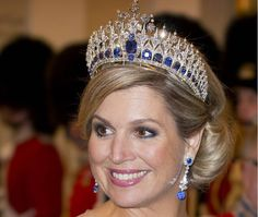 The Dutch Sapphire Tiara is a splendid piece of royal jewelry. It is a glistening tiara. Royal Tiaras, Tiaras And Crowns, Royal Crowns, Crown Princess Victoria, Crown Princess Mary, Charlotte Casiraghi, Hollywood Fashion, Royal Fashion, Royal Jewelry