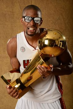 Miami Heat's NBA Champion Chris Bosh to visit India Miami Heat Basketball, I Love Basketball, Basketball Legends, Nba Basketball, Sun In Aries, 2013 Nba Finals, American Airlines Arena, Chris Bosh, Larry Bird