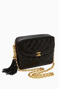 All Chanel accessories especially handbags inspire me because extras on the bag brings the solid black bag out. I want to incorporate this in my handbags. *Notice of gold chains and tassel. It Bag, Vintage Chanel Bag, Vintage Bags, Chanel Fashion, Fashion Bags, Couture Fashion, Chanel Handbags, Purses And Handbags, Moda Chanel