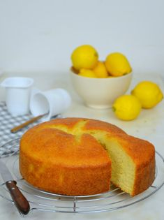 Lemon yogurt cake Easy and delicious! Sweet Recipes, Cake Recipes, Lemon Yogurt Cake, Pan Dulce, Food Cakes, Mini Cakes, Food Items, No Bake Cake, Delicious Desserts