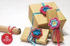 Flores tejidas para packaging, por Camila Aparicio. http://www.utilisima.com/manualidades/9775-flores-tejidas-para-packaging.html