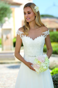 Affinity by Ladybird Bridal Collection - A unique wedding dress for a special bride. Take a look at the bridal collection and find your dream dress! Cute Wedding Dress, Wedding Dresses 2018, Elegant Wedding, Bridal Dresses, Bridal Collection, Dress Collection, Curvy Fashion, Plus Size Fashion, Women's Fashion