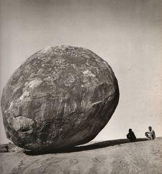 Mahabalipuram, 1971 : La boule de Krishna.