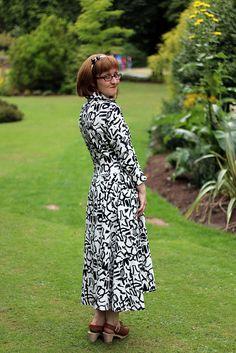 V2401 Vogue Big Vintage Sewalong Dress
