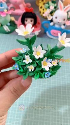 Polymer Clay Kunst, Polymer Clay Projects, Diy Clay, Fondant Flower Tutorial, Crea Fimo, Clay Crafts For Kids, Cute Clay, Polymer Clay Flowers, Clay Wall Art