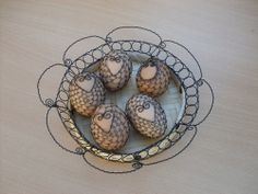 Drátovaná vajíčka - přírodní Egg Decorating, Easter Eggs, Decorative Plates, Wire, Glass, Home Decor, Kunst, Decoration Home, Drinkware