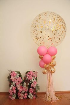 Easy DIY Ideas For Baby Shower Balloons! Transform balloons into beautiful. Balloon Decorations, Birthday Decorations, Baby Shower Decorations, Balloon Centerpieces, Baby Birthday, First Birthday Parties, Pink Und Gold, Rose Gold, Decoration Evenementielle