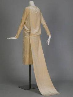 Wedding dress and detachable train, 1926. Silk velvet, pearl and crystal beads