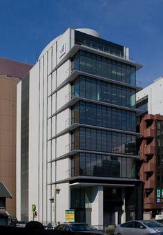 広がりと明るさを大切にした小洒落たオフィスビル NNPビルディング|日建設計