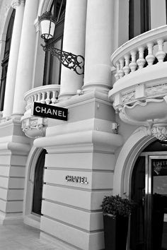 Now that's a store I could get lost in! Chanel pieces are timeless and beautiful, always a wonderful addition to any wardrobe. Gray Aesthetic, Classy Aesthetic, Black And White Aesthetic, Aesthetic Vintage, Aesthetic Fashion, Black And White Picture Wall, Black And White Pictures, Black White, Bedroom Wall Collage