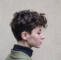 Curly Hair Styles Easy, Curly Hair Cuts, Cut My Hair, Short Hair Cuts, Curly Pixie Haircuts, Androgynous Haircut, Super Short Hair, Shot Hair Styles, Pretty Hairstyles