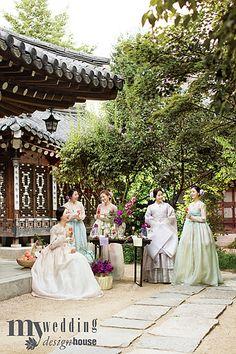 Korean Traditional, Traditional Dresses, Korea Dress, Korean Design, Korean Hanbok, Electronic Art, Bridesmaid Dresses, Wedding Dresses, Dress Outfits