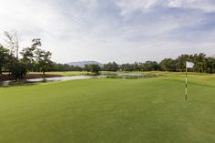 With eight international standards #GolfCoursesInPhuket, this is a great destination for a golf holiday.