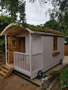The Rose - Shepherd's Huts - Appletree Bespoke Timber Buildings Small Tiny House, Small Sheds, Tiny House Living, Tiny House On Wheels, Timber Buildings, Garden Buildings, Garden Huts, Garden Cottage, Summer House Interiors