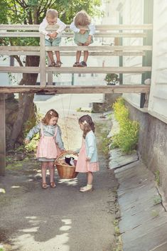 Kids play vintage style photo for MeMini Great Photos, Baby Photos, Vintage Style, Vintage Fashion, Fashion Photo, Kids Playing, Hipster, Photography, Beautiful