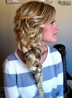 ..reminds me of Rapunzel's hair, this has to be my prom hair!!!!