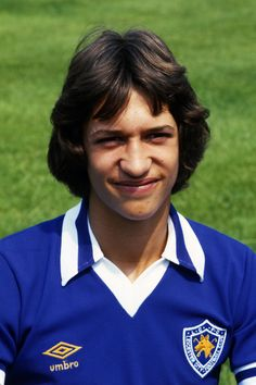 July Early in Gary Lineker's ---professional playing career, posing for a pre-season photo at Leicester City. He was 19 when this pic was taken. Leicester City Football, Leicester City Fc, Football Uniforms, Football Shirts, Football Cards, Formula 1, Leicester England, England Players, Match Of The Day