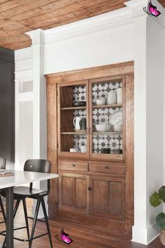 38 Beautiful Farmhouse Hutch Design Ideas To Improve Your Room<br> Kitchen Pantry Design, Rustic Kitchen Design, Kitchen Ideas, Pantry Ideas, Kitchen Storage, Farmhouse Kitchen Cabinets, Wood Cabinets, Kitchen Hutch, Joanna Gaines House