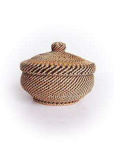 This simple pattern vessel with lid will bring a special mood in any rustic interior. Its pumpkin shape is so smooth and pleasant to touch, made from grey-brown sallow wickers coiling them with wooden slip planned out of sallow wicker.  Nice FOR KEEPING garlic, onions, valnuts or other small vegetables on your kitchen table. Very suitable for knitters to gather cloves together or simply to keep craft materials. Excellent FOR DECORATING your interior in rustic. Brilliant GIFT for your friends…
