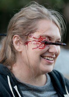 Merritt Wever behind the scenes of The Walking Dead Season 6 Episode 14 | Twice As Far