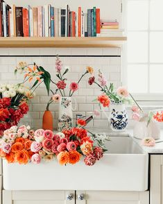 A sink full of color - Blooms // flowers // fleurs