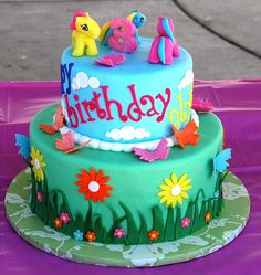 my little pony birthday party ideas - Googe search. I would replace these three ponies for Twilight Sparkle, Rainbow Dash, Fluttershy, Pinkie pie, Apple jack. My Little Pony Cumpleaños, Fiesta Little Pony, My Little Pony Birthday Party, Birthday Cake Girls, 4th Birthday, Birthday Cakes, Birthday Ideas, Cute Cakes, Celebration Cakes