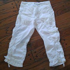 GAP 100% cotton capris Gap 100% white cotton capris. Used but like brand new. Light weight super cute. Size 1 GAP Pants Capris
