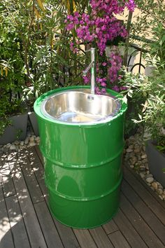If you love spending time outdoors in the garden, here's a great way to turn an oil drum into an outdoor sink. Connect the sink to a hosepipe for … - Alles über den Garten Outdoor Kitchen Sink, Outdoor Sinks, Kitchen Sinks, Diy Kitchen, Kitchen Ideas, Outdoor Pool, Outdoor Pergola, Outdoor Kitchens, Outdoor Cooking