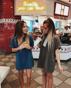 We should take cute photos like this Best Friend Pictures, Bff Pictures, Friend Photos, Cute Photos, Ft Tumblr, Tumblr Girls, Best Friend Fotos, My Best Friend, Friend Goals