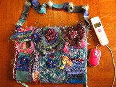 """""""Fashion geek"""": Ma housse d'ordinateur en free form (crochet, tissage...) (my laptop cover made with freeform crochet and weaving)"""