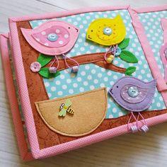 Маленькие птички - пуговичный тренажер, их можно снять и посадить в гнездышко  розовенькая побольше  ага, мамочка  #развивающаякнижка #felt #фетр #quietbook #quiet_book #babybook #развивающаяигрушка #раннееразвитие #чемзанятьребенка #мелкаямоторика #quietbook_catula #моймалыш #скоромама #ямама #подарок #купитьподарок #купитьразвивающуюигрушку #дляноворожденного #длямальчика #1год #2года #ручнаяработа #handmade #длядевочки #кроватка #детская #коляска #сенсорнаякнига #сенсорика