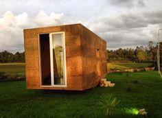 Já ouviu falar do novo conceito de casas modulares? Não? Conheça a UCHI, uma casa modular, sustentável, personalizável e o melhor de tudo, muito económica!   Veja o artigo completo através do link abaixo.  #sustentabilidade #habitação #casamodulares