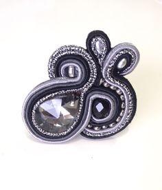 Anillo Soutache Jewelry, Handmade Jewellery, Rings, Bangle Bracelets, Revenge, Handmade Jewelry, Ring, Handcrafted Jewelry, Jewelry Rings