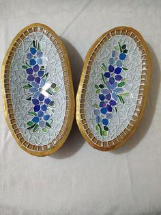 Cubas em Madeira Revestida de Mosaico feitas especialmente para você. Mais de 659 Cubas em Madeira Revestida de Mosaico: Mosaic Crafts, Mosaic Projects, Mosaic Art, Mosaic Glass, Fused Glass, Mosaic Flower Pots, Cuba, Circle Pattern, Mosaic Designs