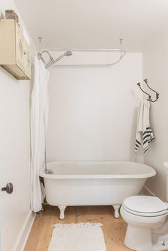"""Vintage Whites Blog -The walls are painted with Benjamin Moore, Regal Select Pearl Finish """"White Dove"""" (#OC-17)"""