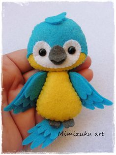 Tropical birds felt mobile felt mobile tropical birds felt - Different Ideas Felt Animal Patterns, Felt Crafts Patterns, Felt Crafts Diy, Stuffed Animal Patterns, Clay Crafts, Doll Patterns, Fabric Crafts, Baby Mobile Felt, Felt Birds