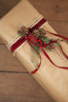 Christmas gift wrap with kraft paper!!! Bebe !!! Love the natural Green Sprig And Red Ribbon!!!