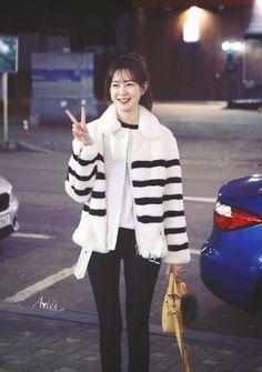 Definition Of Cute, Lee Yo Won, Korean Celebrities, Winter Jackets, My Style, Pants, Baby, Fashion, Trouser Pants