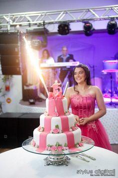 Momento Parabéns, bolo de 15 anos, debutante, cerimonial