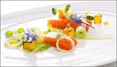 Que de tendres et douces couleurs sur cette belle assiette de saumon ! ;) (From Food Design - photo Melanie Bauer) L'art de dresser et présenter une assiette comme un chef de la gastronomie... http://www.facebook.com/VisionsGourmandes Ou sur le site pour profiter d'autres rubriques… http://visionsgourmandes.com . > Photo à aimer et à partager ! ;) #gastronomie #gastronomy #chef #presentation #presenter #decorer #plating #recette #food #dressage #assiette #artculinaire