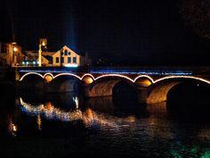 Boa noite :D Foram ligadas ao princípio da noite de hoje a iluminação de Natal na Ponte Velha de Arcos de
