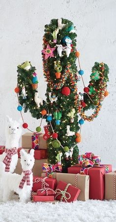 Make your own succulent christmas tree at home as it is the new trend. Yout favorite holiday is coming with many succulent decoration ideas. Cactus Christmas Trees, Unique Christmas Trees, Alternative Christmas Tree, Christmas Tree Themes, Bohemian Christmas, Tropical Christmas, Decorated Christmas Trees, Retro Christmas Tree, Whimsical Christmas
